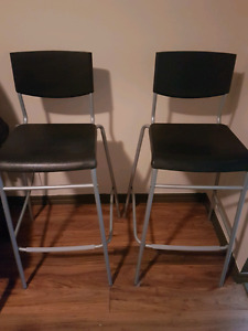 Like new bar stools / chairs. Black and grey.
