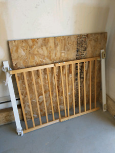 Staircase adjustable barrier - barierre escalier