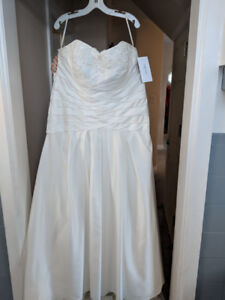 Brand New with tags  David's Bridal Plus Size Strapless Gown