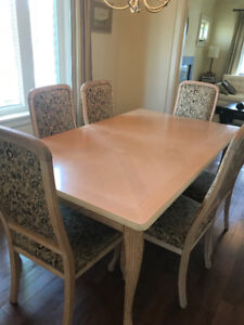 DINING ROOM TABLE, 6 CHAIRS, HUTCH AND MIRROR