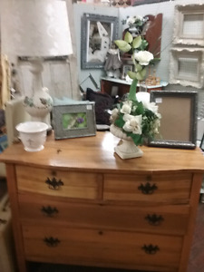 Antiques, Repurposed, collectibles plus 1000 booths to explore