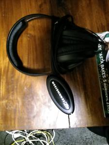 Sennheiser HD202 corded headphones - used