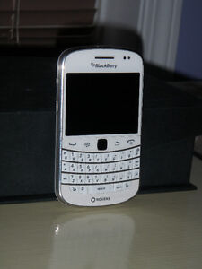 BLACKBERRY BOLD 9900 WHITE (MINT) UNLOCK
