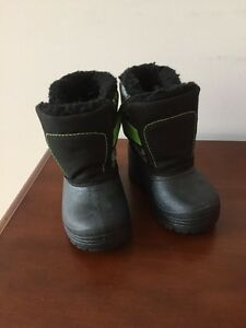 Boys toddler winter boots NEW! Size 4
