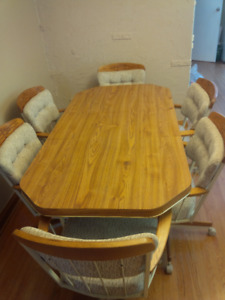 Dining room table and chairs $100.00