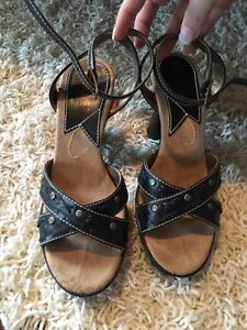 """Mudd sandals """"oozle"""" size 5"""