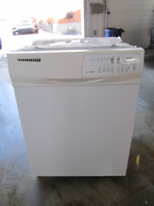 (FREE)  7 year old built in white dishwasher exellent condition