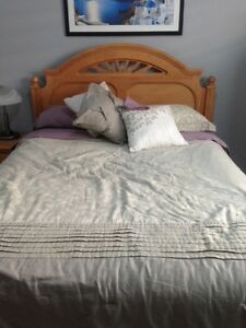 Queen bed set Oakville / Halton Region Toronto (GTA) image 1