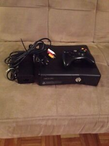 Xbox 360 Slim Edition condition: MINT comme neuf!!