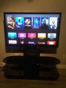 "LG 50"" Plasma avec Bell'o meublé et Apple TV"