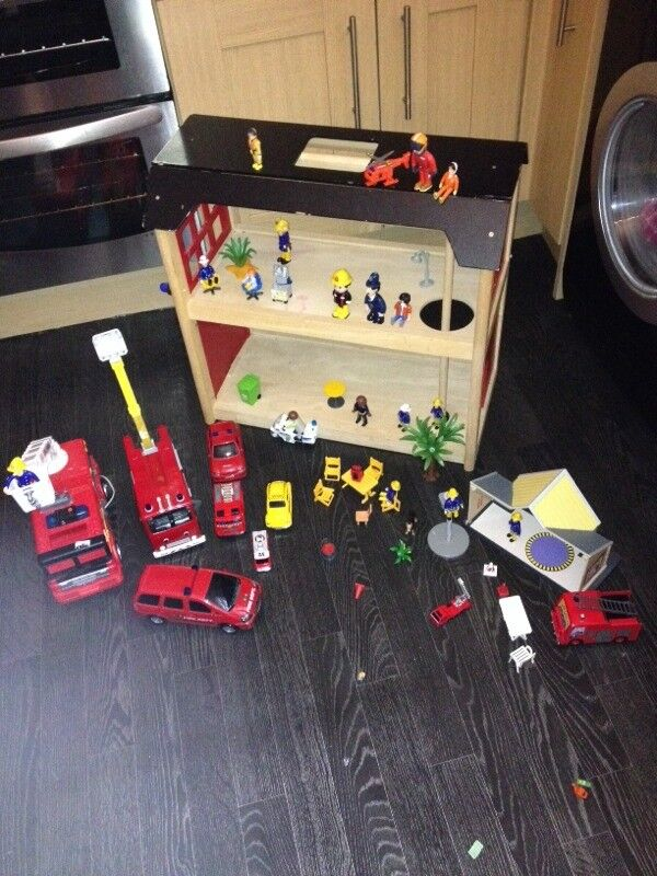 Wooden fire station/ fire engines/ fireman sam/ fire fighters
