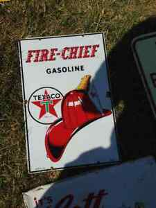 VINTAGE TEXACO FIRE-CHIEF GASOLINE PORCELAIN 1947 SIGN - PARKER