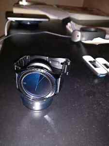 In Box, new condition Samsung gear S2 watch with metal band Kitchener / Waterloo Kitchener Area image 2