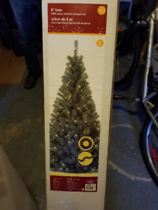6' Christmas Tree in Box, Great Shape