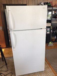 Frigidaire Refrigerator & Stove Great Working Order! $ 140/Both