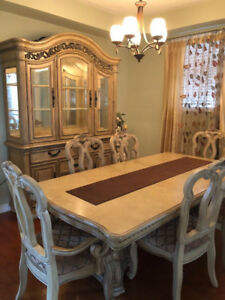 Mint condition ivory coloured dining table with buffet and hutch
