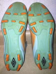 Youth Umbro GT Outdoor Soccer Cleats Size 4 London Ontario image 4