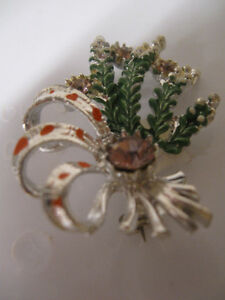GORGEOUS OLD VINTAGE SILVERTONE BROOCH with ENAMELLED ACCENTS