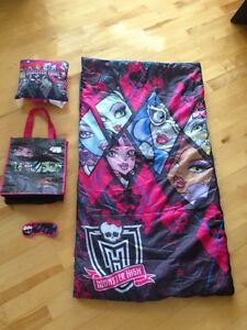 Monster High sleeping bag & pillow