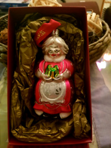 WATERFORD Heirlooms Glass MRS. CLAUS Christmas Ornament