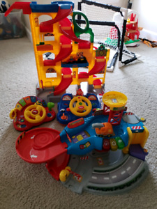 Little people and vetch car playsets lot