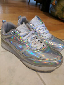 Holo Sketchers - Ladies 5/Kids 3