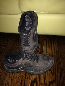 Hiking shoes size 7 kids