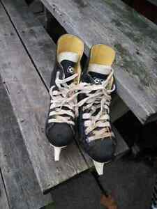 Hockey sticks and size 4 skates Sarnia Sarnia Area image 3