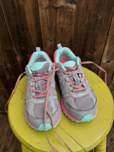 Girls Saucony Sneakers Like New Size 2
