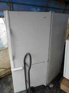 Nice Large Top Mounted Fridge! Clean and works great!
