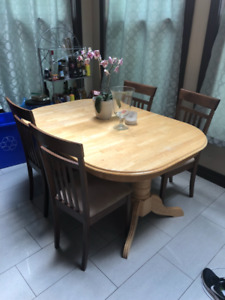Table and 4 Chairs with leaf