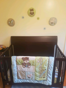 Crib set includes 10 pieces