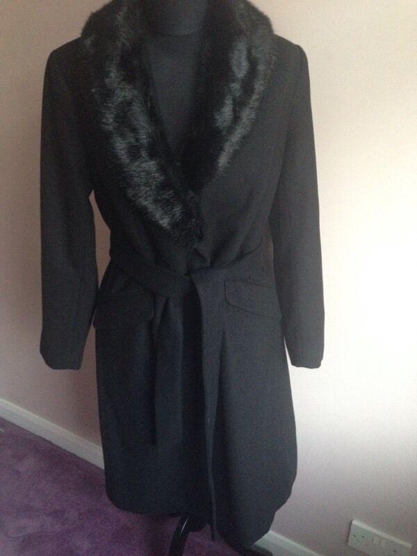 Women's fur collar coat