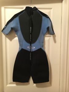 Wet Suit - body glove woman   Size small. Like new!