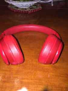 Dr. Dre beats solo 2 (all red) West Island Greater Montréal image 2
