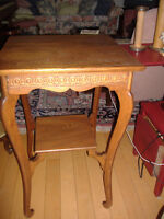 Lovely antique solid oak parlor table