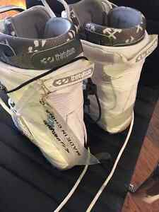 Women's 32 Lashed Snowboard Boots - Size 8 Peterborough Peterborough Area image 2
