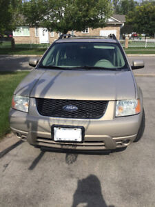 2007 Ford Freestlye - AWD - Limited w/ towing package - leather