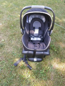 Britax b-safe Infant car seat with base
