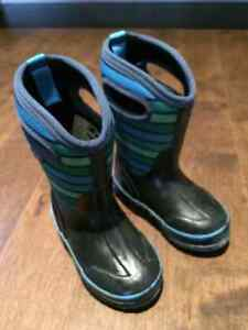 Toddler Boy's Bogs Size 9 Navy Blue with green stripes