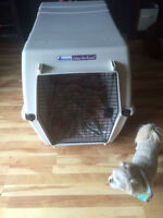 EXTRA LARGE PLASTIC KENNEL