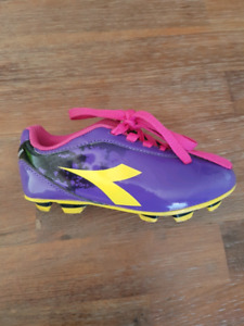 Diadora girls soccer cleats size 10T