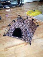 Tente ''léopard'' pour chat 21''x 21'' NEUVE !!! 25$
