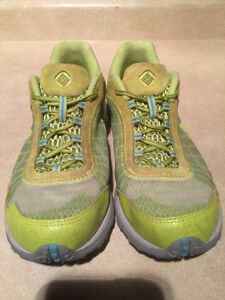 Women's Columbia Techlite Running Shoes Size 9.5 London Ontario image 4