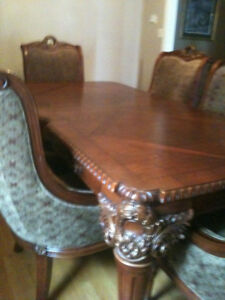 **** DESIGNER DINING ROOM TABLE AND CHAIR SET ****