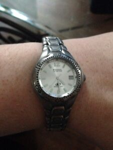 Fossil watch + original box stainless steel/ water resistant Cornwall Ontario image 1