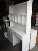 STUDENT DESK AND HUTCH WHITE -- VERY GOOD CONDITION