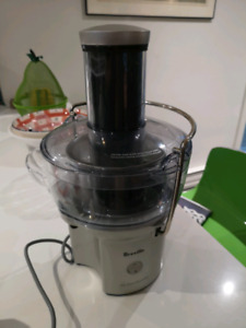 Juicer. Breville Juice Fountain Compact BJE200XL.