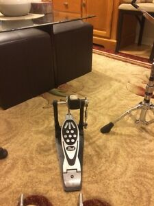Pearl bass drum pedal $100