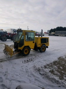 TRACKLESS MT SNOW PLOW
